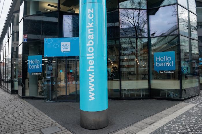I podoba pobočky Hello Bank! má odrážet, že zde si klient zajistí vše online, foto: Jan Branč.